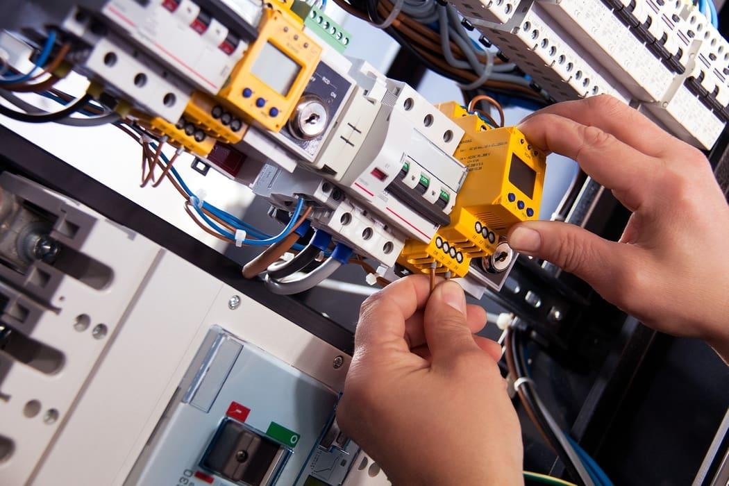 Technicien spécialiste en électricité