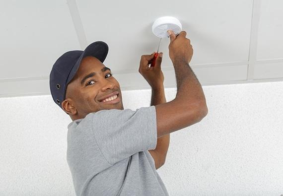 Technicien en installation et entretien du système électrique