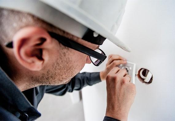 travaux d'entretien et maintenance électrique à Brossard