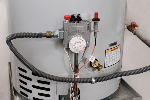 Chauffe eau en installation à Brossard